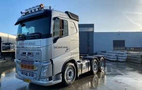 Volvo vrachtwagen bij Holland Staal