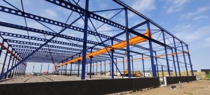 Staalconstructie op bouwterrein